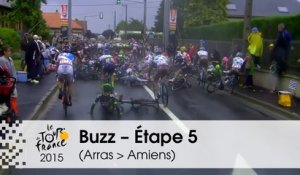 Buzz du jour / Buzz of the day - Chutes à répétition / Several Crashes - Étape 5 (Arras Communauté Urbaine > Amiens Métropole) - Tour de France 2015