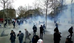 Manif à Paris - Incidents avec les CRS place de la République: Gaz lacrymogènes et interpellations