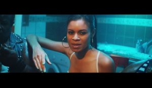 AlunaGeorge - Attracting Flies