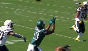 Carson Wentz finds Nelson Agholor short of the end zone
