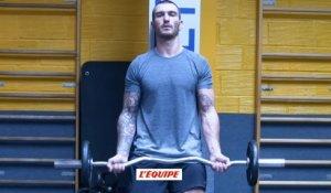 Musculation Biceps Avant Bras Debout Sur Orange Videos