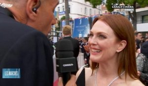 Julianne Moore en direct de la montée des Marches à Cannes