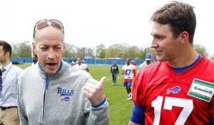 Jim Kelly spends time with Josh Allen at Bills rookie minicamp