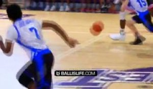 Sous les yeux de ses parents, LeBron James Jr (13 ans) monte au dunk