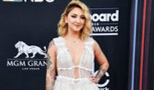 Julia Michaels Announces Upcoming EP Featuring Selena Gomez and Niall Horan | Billboard News