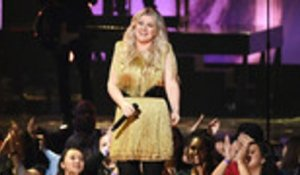 Kelly Clarkson to Host Billboard Music Awards For a Second Time | Billboard News