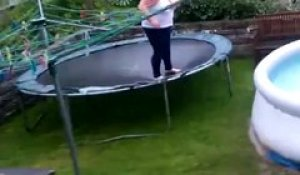 Fail - Plongeon d'un trampoline