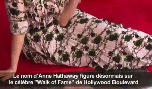 "Anne Hathaway ""émue"" par son étoile à Hollywood"