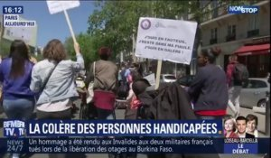 """On n'a pas assez de droits"": l'association APF France handicap manifeste à Paris contre la politique d'Emmanuel Macron"
