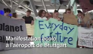 "Les ""Fridays for future"" manifestent à l'aéroport de Stuttgart"