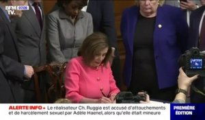Procédure de destitution: Nancy Pelosi signe l'acte d'accusation contre Donald Trump avant sa transmission au Sénat