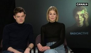 Radioactive - Le Pitch du Film par Rosamund Pike et Sam Riley