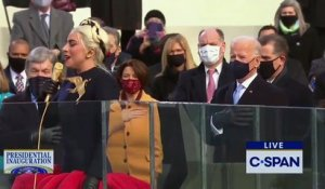 Regardez Lady Gaga qui  chante l'hymne national américain avant les prestations de serment de Kamala Harris et Joe Biden