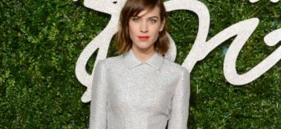 Alexa Chung, surprenante aux British Fashion Awards