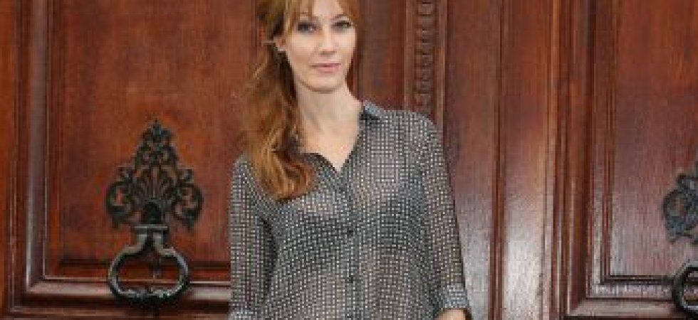 Mareva Galanter, chic en chemisier transparent