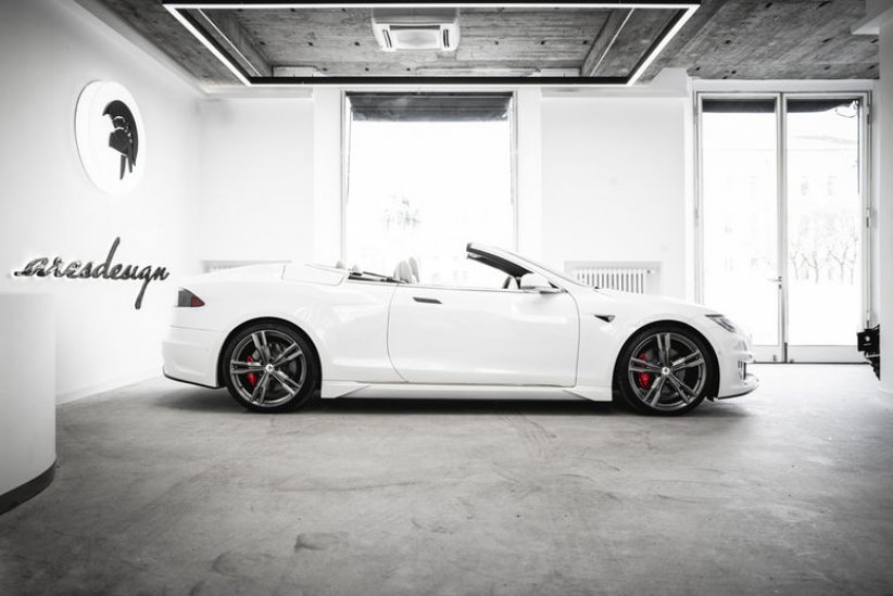 One-off Tesla Model S cabriolet par Ares Design