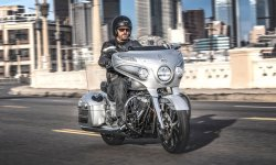 Indian Chieftain Elite : une robe Black Hills silver pour 2018