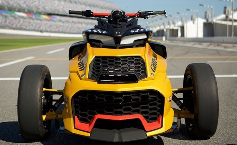 Can-Am dévoile un Spyder turbo au Daytona 500