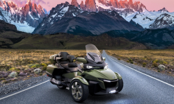 Sea-to-sky : la nouvelle déclinaison haut de gamme du Can Am Spyder RT