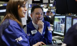 Wall Street consolide sur ses sommets