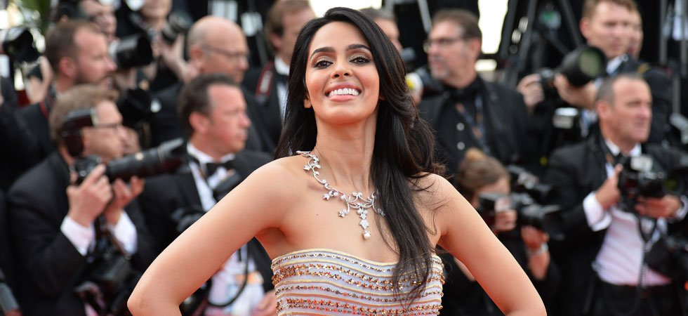 Paris : une star de Bollywood agressée dans le hall de son immeuble