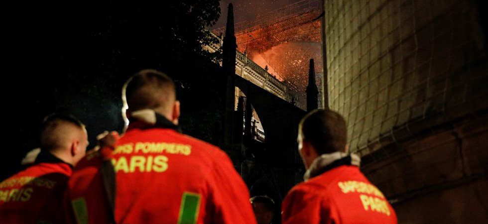 "Si ""on perdait la guerre du beffroi, on perdait la cathédrale"" : les pompiers racontent l'intervention à Notre-Dame"