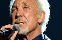 Le chanteur Tom Jones hospitalisé d'urgence