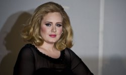 Sony Music propose un contrat en or à Adele