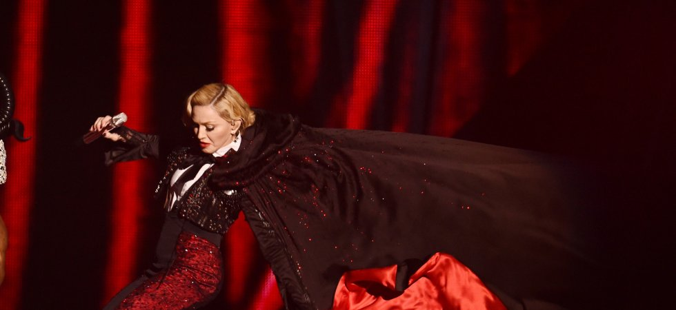 Brit Awards 2015 : Madonna chute lors de sa prestation